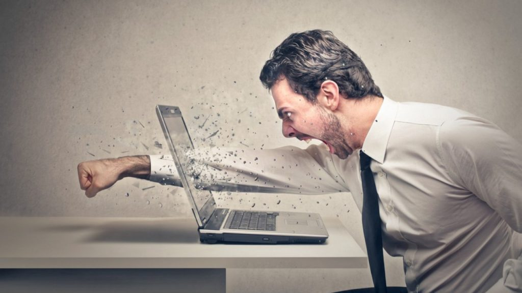 Los usuarios frustrados porque no se envía el producto