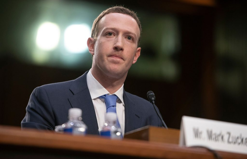 Mark Zuckerberg en un juicio