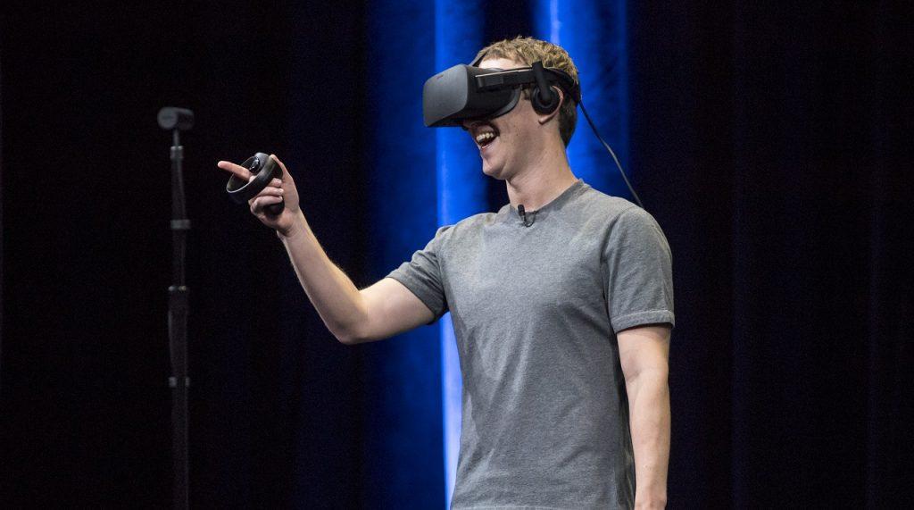 Marc Zuckerberg disfrutando de su producto