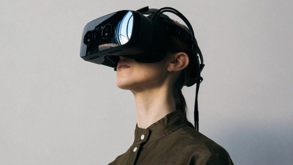 Posando con unas Varjo VR-3